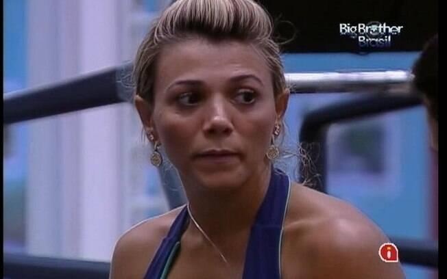 Fabiana se preocupa com o desenrolar do jogo