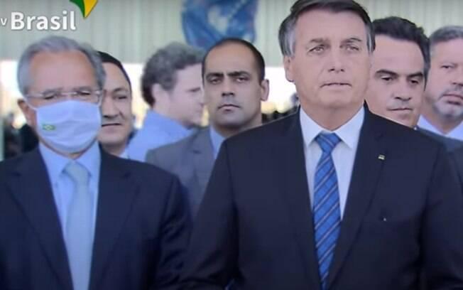 Paulo Guedes e Jair Bolsonaro em anúncio da ampliação do auxílio emergencial e do envio da reforma administrativa ao Congresso