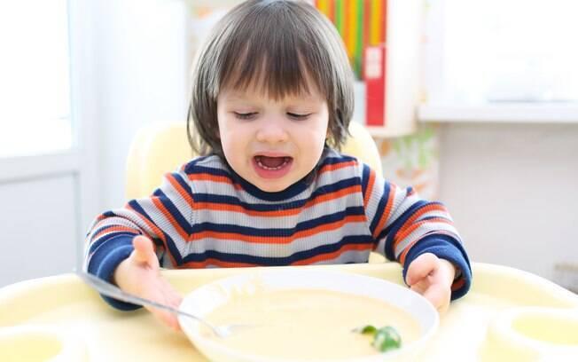A falta de alimentos frescos, como frutas, verduras e legumes, pode causar a deficiência de micronutrientes