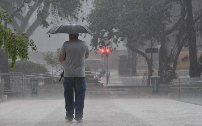 pessoa com guarda-chuva