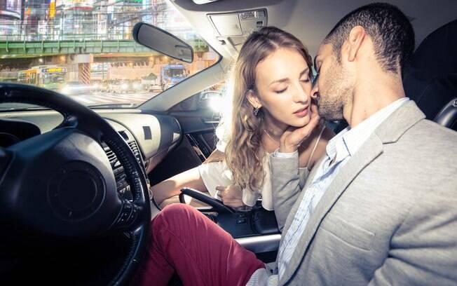 Julia* fazia sexo proibido no carro, com um homem casado, antes de ir ao trabalho