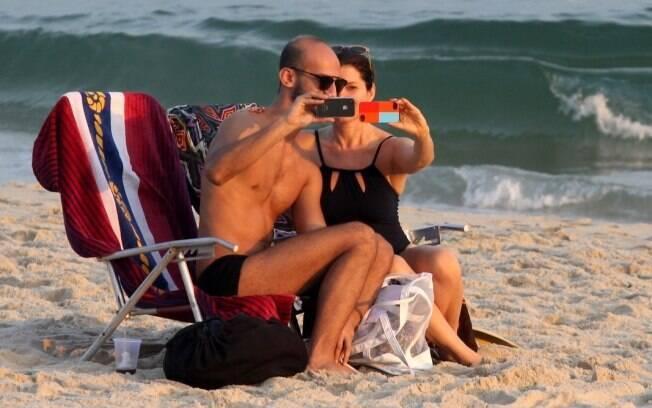 Débora Bloch e novo affair: clima de intimidade