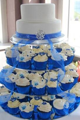royal blue wedding cake and cupcakes ideias para bolo de casamento cerim 244 nia e festa ig 19369