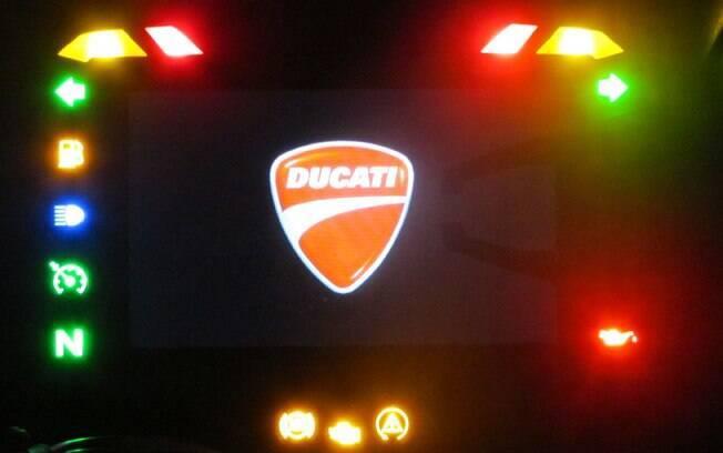 Painel da Ducati Multistrada Enduro, logo que se liga a parte elétrica