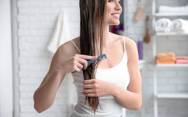 Para fazer crescer cabelos e unhas mais rápido, você pode apostar em alguns cuidados com ingredientes naturais