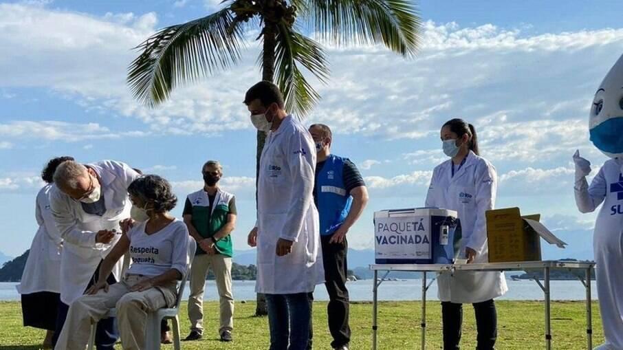 Projeto em Paquetá aplica 1ª dose contra Covid-19 em 96,3% da população
