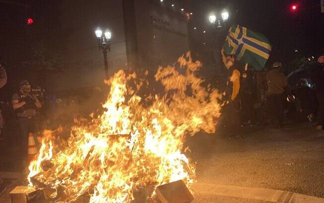 Manifestantes pedem o fim da violência policial.