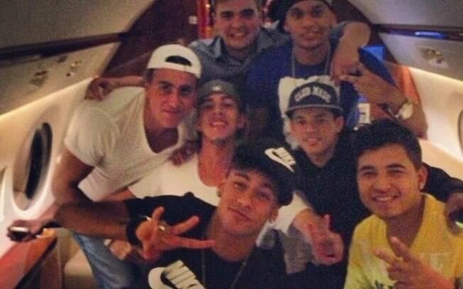 Neymar viajou com os amigos para Barcelona  logo depois do amistoso Brasil x Inglaterra, no  Maracanã