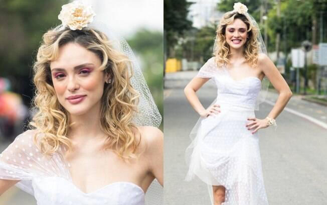 Em 'Verão 90' as tendências noventistas estão fortes até no visual da noiva, com recortes no vestido e maquiagem neon