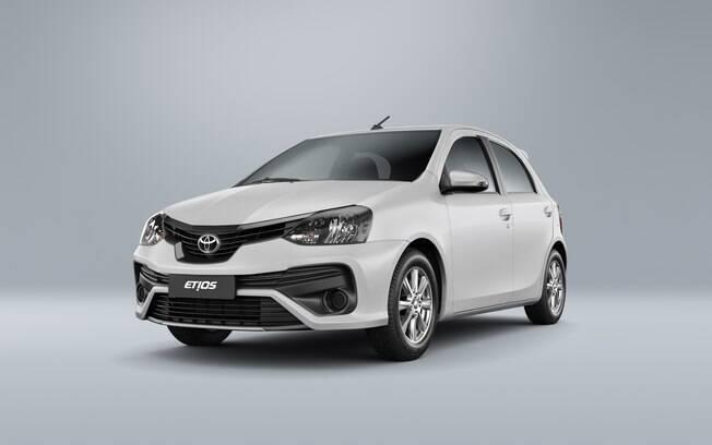 Toyota Etios 2019: faróis com lentes escurecidas e grade frontal com nova moldura entre as mudanças
