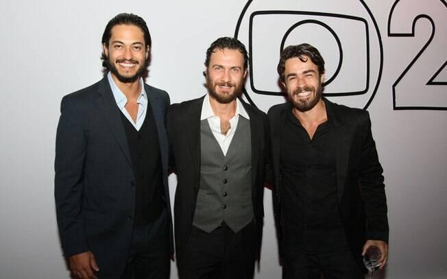 Gabriel Braga Nunes com seus colegas de elenco Raphael Vianna e Eron Cordeiro