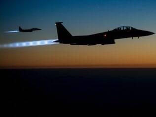 Aviões americanos internacional lançam ataques contra o EI na Síria FOTO:  U.S. Air Force/ Sgt. Shawn Nickel. 25/9/2014