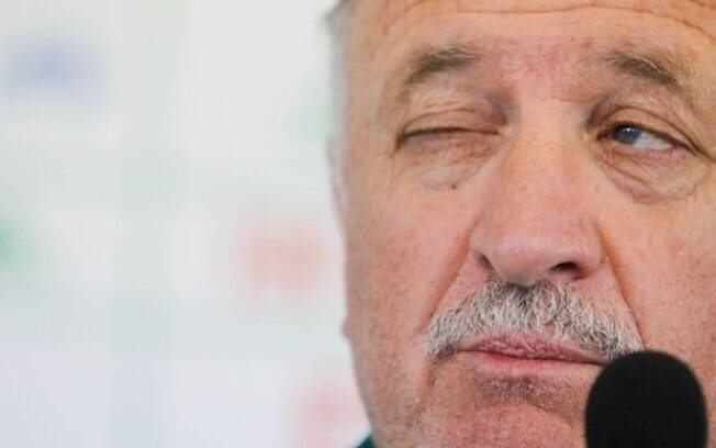 Felipão faz careta durante entrevista  coletiva. A situação do Palmeiras se complicou ao  longo do Brasileirão
