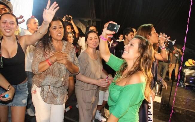 Regina Casé e Fernanda Souza marcaram presença na última apresentação do Exaltasamba