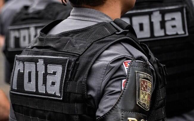 Policial Militar de ROTA com o Braçal de couro negro do Batalhão Tobias de aguiar