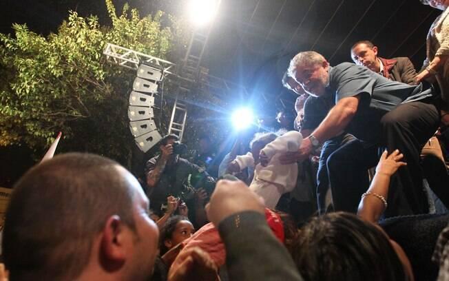 Ex-presidente é recebido com festa organizada pelo diretório municipal do PT em São Bernardo