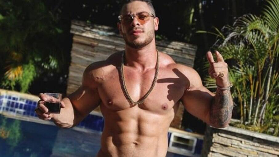 Léo Stronda, rapper e youtuber