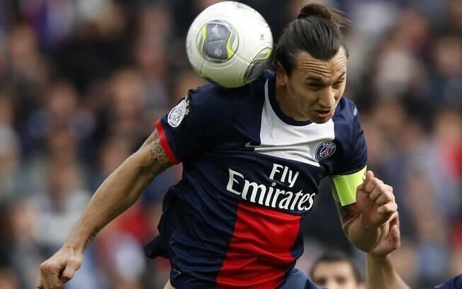 De cabeça, Ibrahimovic marca pela segunda vez para o PSG diante do Bastia