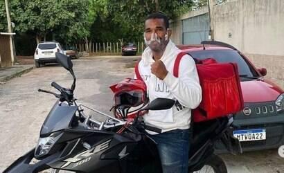 Boxeador Esquiva Falcão entrega pizzas na pandemia