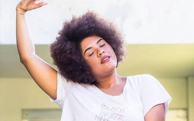 Luci Gonçalves levanta debates sobre a realidade de ser uma mulher, negra e LGBT em vídeos publicados no Youtube