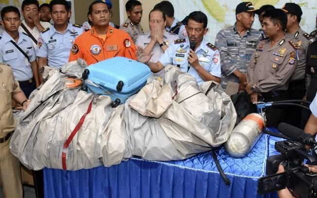 Corpos e destroços de voo da AirAsia que sumiu são localizados . Foto: AP