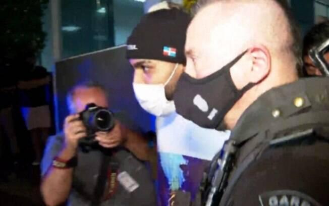 Delegado de operação em cassino diz que Gabigol 'tentou se esconder com panos na cabeça' e foi arrogante