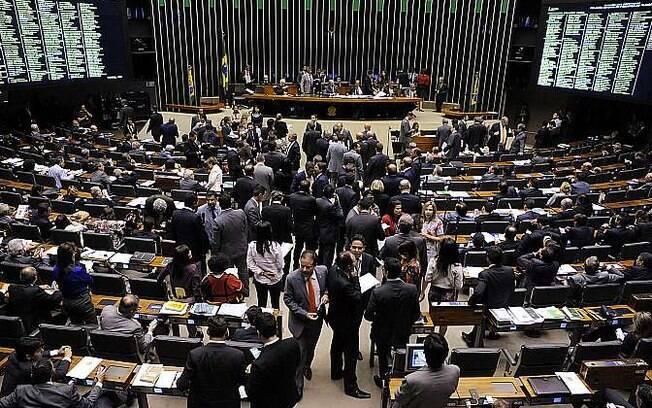 Parlamentares se articularam em torno da proposta de impeachment apresentada por Hélio Bicudo, fundador do PT
