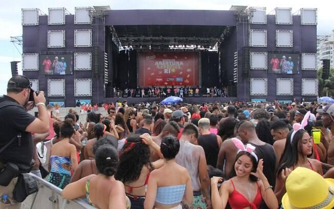 Bloco da Favorita abriu o carnaval do Rio de Janeiro neste domingo (12).