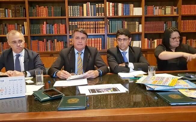 Bolsonaro volta a afirmar que há honestidade entre seus ministros