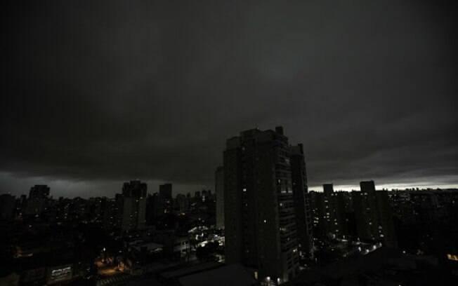 Fortes chuvas na capital paulista causaram alagamentos em diversos pontos da cidade.