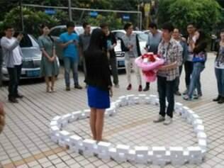 Chinês compra 99 iPhones 6 para pedir namorada em casamento e ela diz não