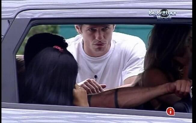 João Maurício conversa com a galera que ainda está na disputa