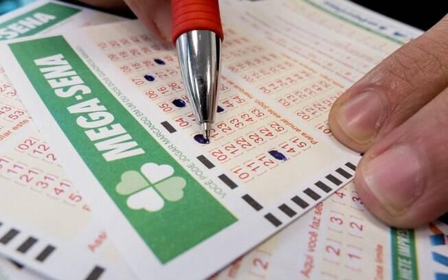 A aposta simples do concurso da Mega-Sena custa R$ 3,50 e pode ser feita em qualquer uma das 13 mil lotérica do País