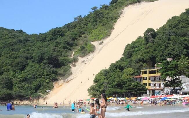 A praia de ponta negra é a mais famosa da cidade e é ótima para o bolso