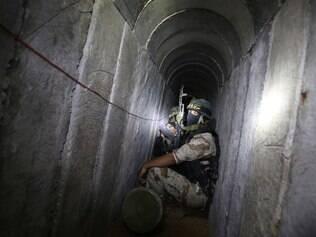 Segundo os combatentes, as brigadas Al-Qods possuem uma rede de túneis de diferentes comprimentos, alguns com várias entradas
