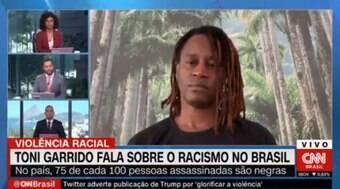 Apresentador da CNN Brasil chora ao vivo durante entrevista; veja