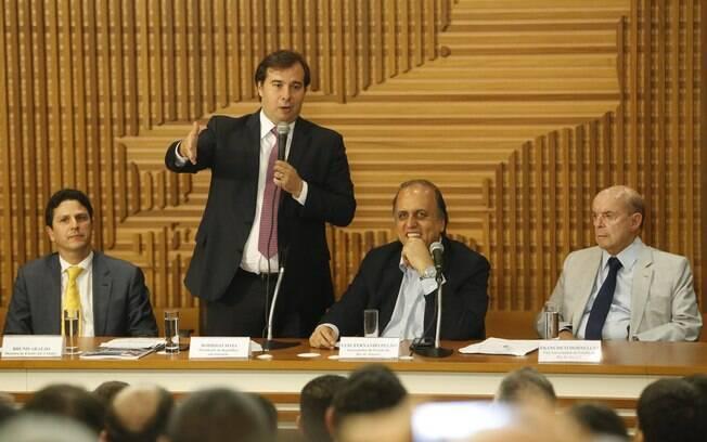 Deputado Rodrigo Maia participou de cerimônia para assinatura de acordos na área de habitação popular no Rio de Janeiro