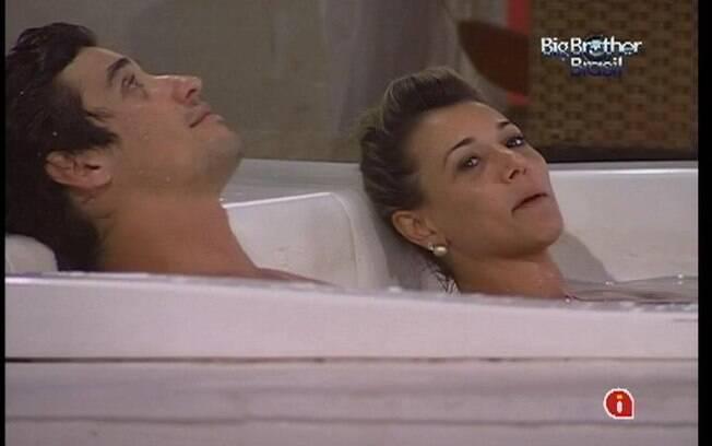 Fael e Fabiana cantam