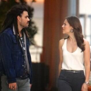 Ninho encontra Paloma no shopping com ajuda de Félix