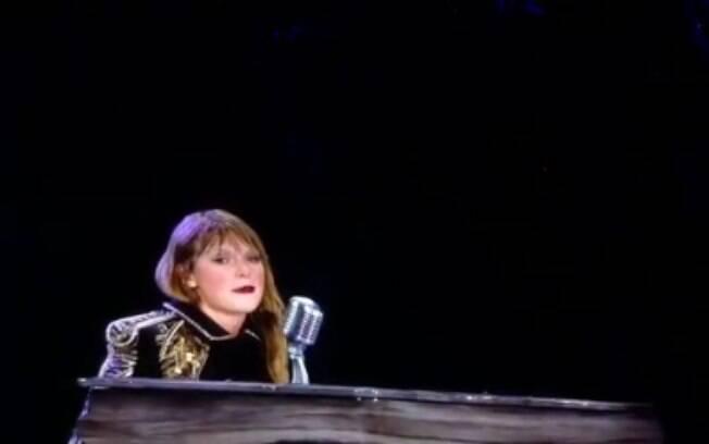 Taylor Swift  relembra caso de assédio e chora em show