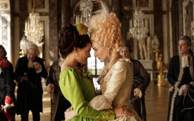Sidonie Laborde (Lea Seydoux) realizava leituras para Maria Antonieta (Diane Kruger) ao final da revolução.