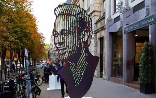Neymar ganha escultura em Paris