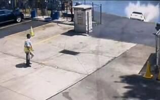 Lavou rápido! Mulher erra pedal e acaba jogando carro dentro de rio nos EUA