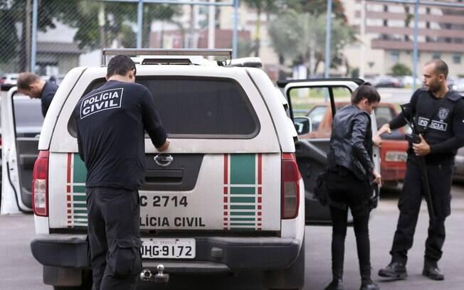 Cerca de 200 policiais participaram da operação, que cumpre 35 mandados de busca e apreensão