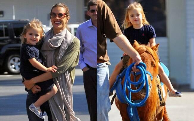 Alessandra Ambrosio e a filha em um divertido passeio