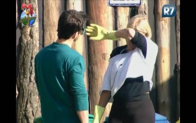 Titia desabafa com Marlon