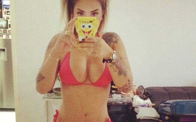 A ex-panicat Dani Bolina posta foto no Instagram para provar que está com tudo em cima