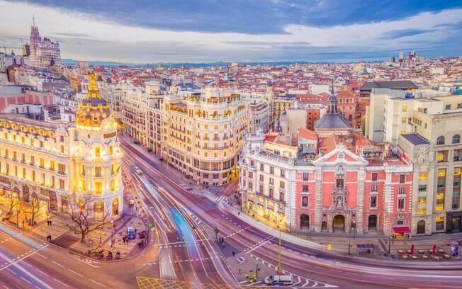 Além de assistir à Final da Champions League, você poderá conhecer a encantadora e agitada capital espanhola