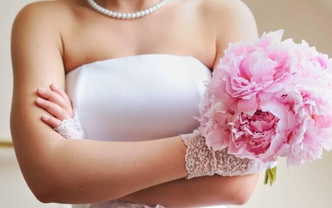 As exigências da noiva incluem cores, peças e tecidos específicos para os convidados e um segundo look que custe US$1 mil