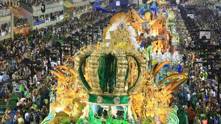 Especialistas veem riscos na realização do Carnaval